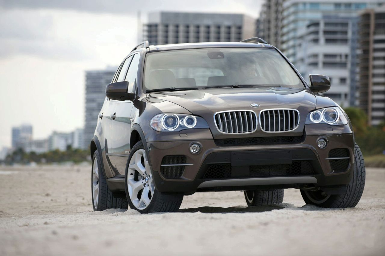 The new 2011 BMW X5 Facelift to debut at the New York Auto Show