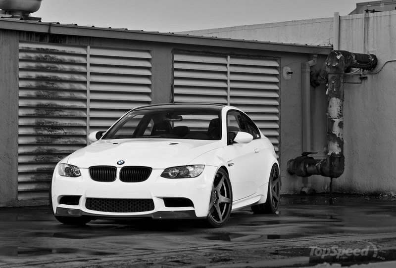 Burnout performed by a BMW M3 E92 tuned by IND