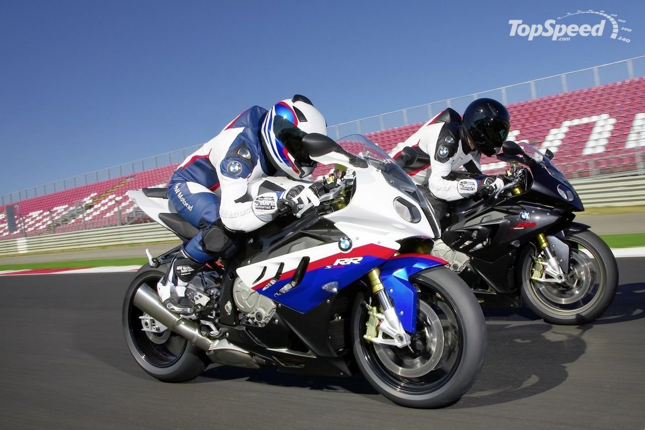 Video with BMW S1000RR acting on ice