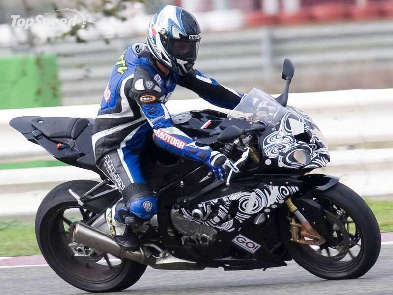 The valves of BMW S1000RR working at 14,200 RPM