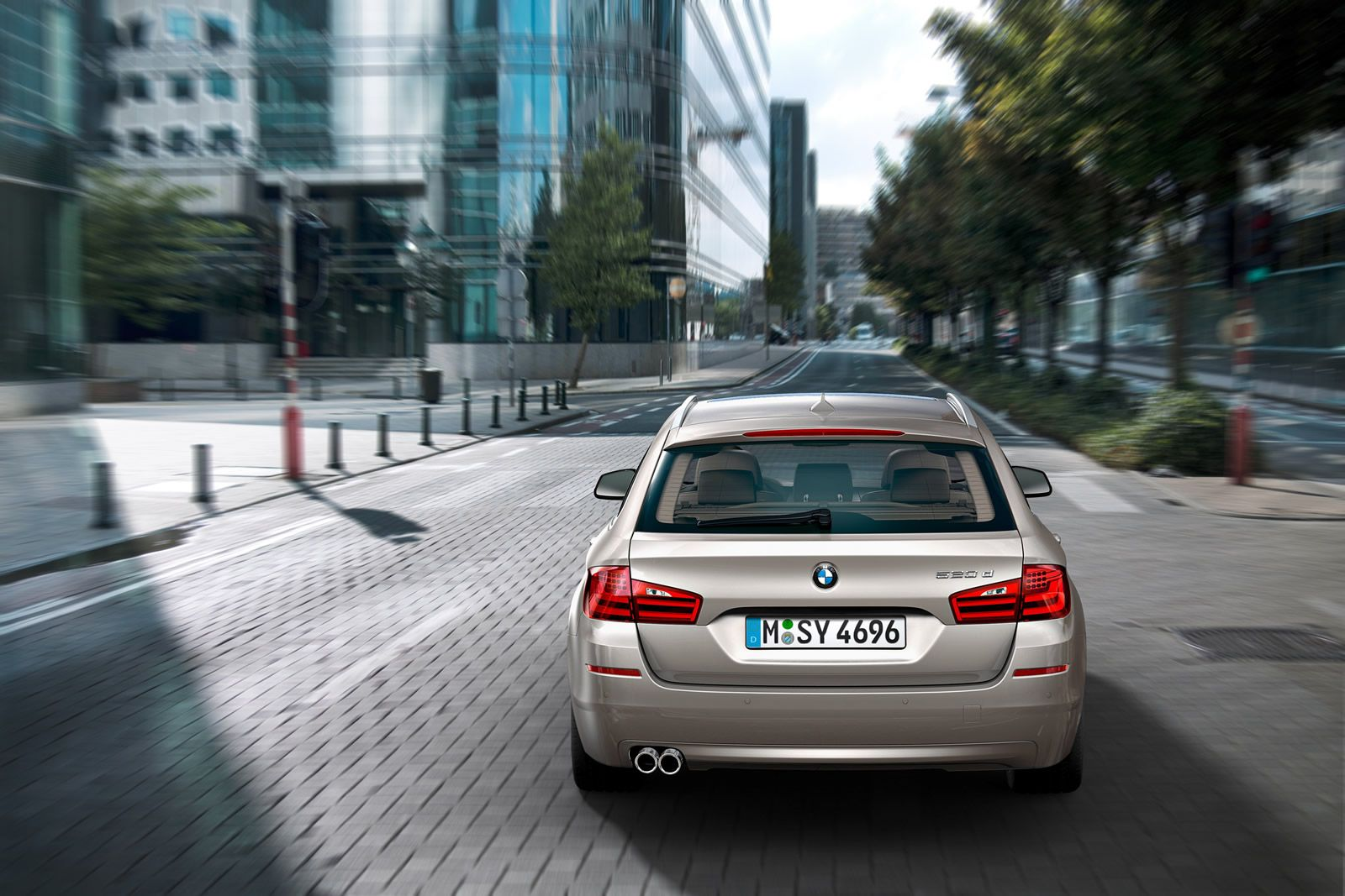 The new 2011 BMW 5 Series Touring with cool Highlights