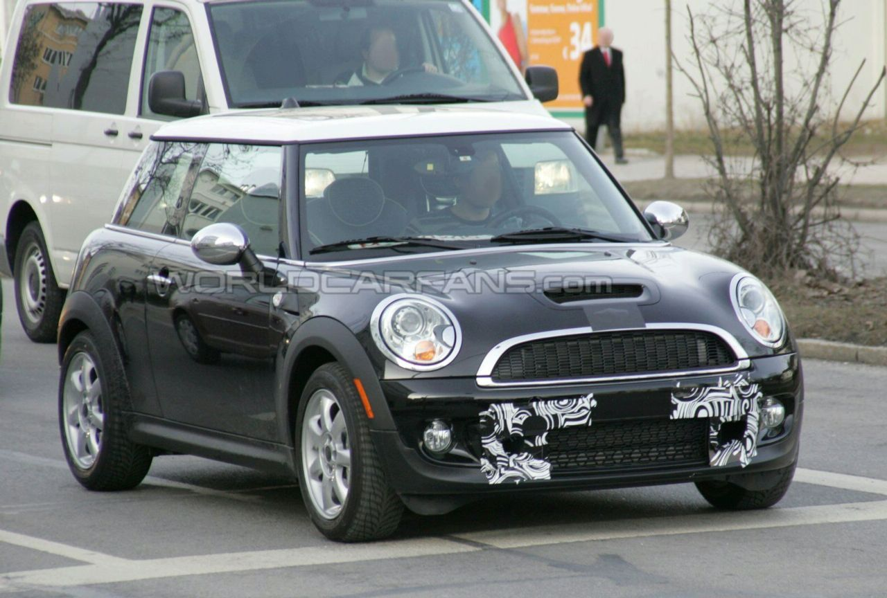 First spy photos with MINI Cooper S Facelift