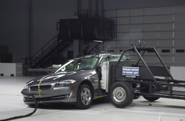 IIHS Awards Top Safety Pick to 2011 5-Series