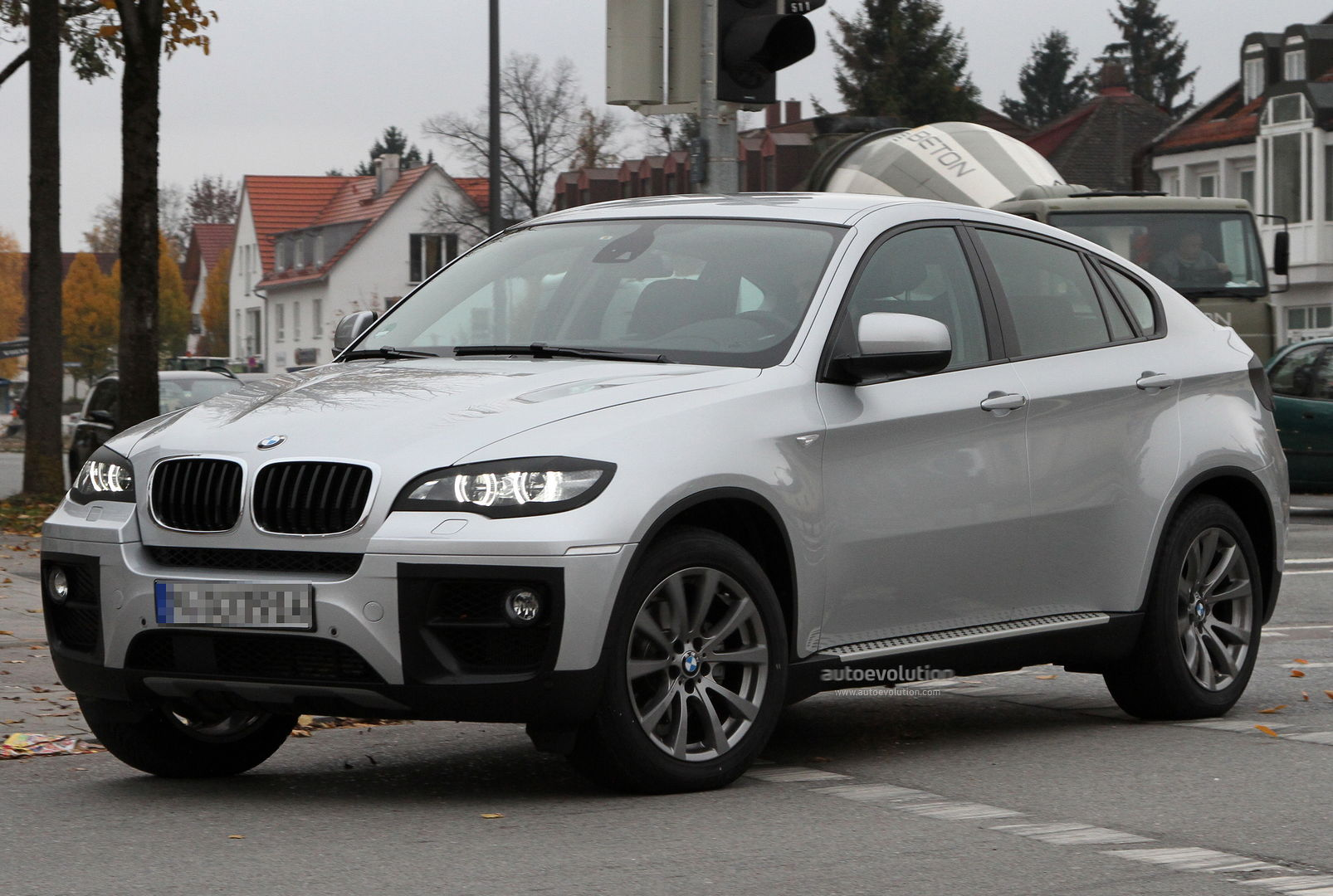 BMW X6 facelift spied