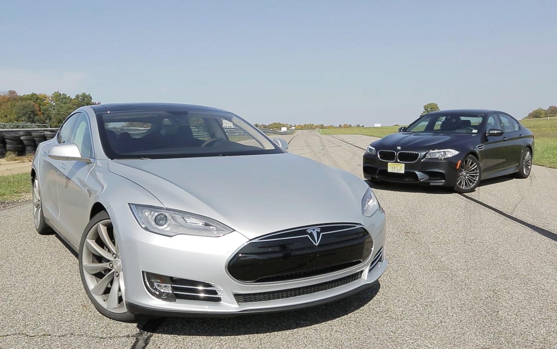 F10 BMW M5 vs Tesla Model S