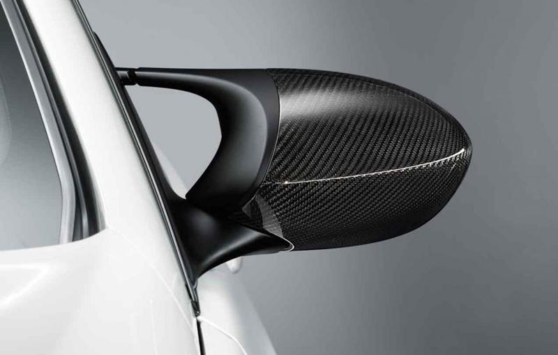E92 BMW M3 with carbon fiber accessories