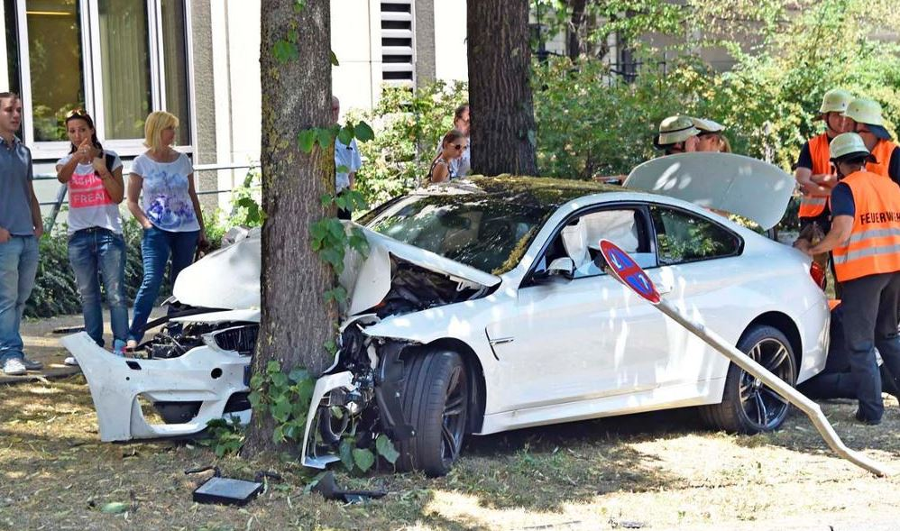BMW M4 Coupe Crashes in Germany, Ends-up in Trees