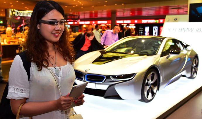 Google Glass Let`s you Explore BMW i8