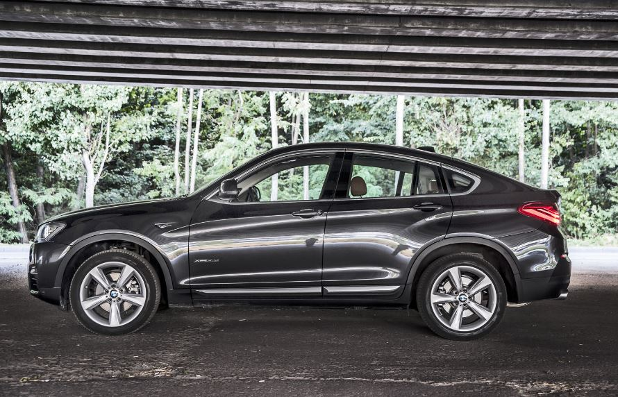 bmw x4 xdrive30d going for a test drive bmwcoop. Black Bedroom Furniture Sets. Home Design Ideas