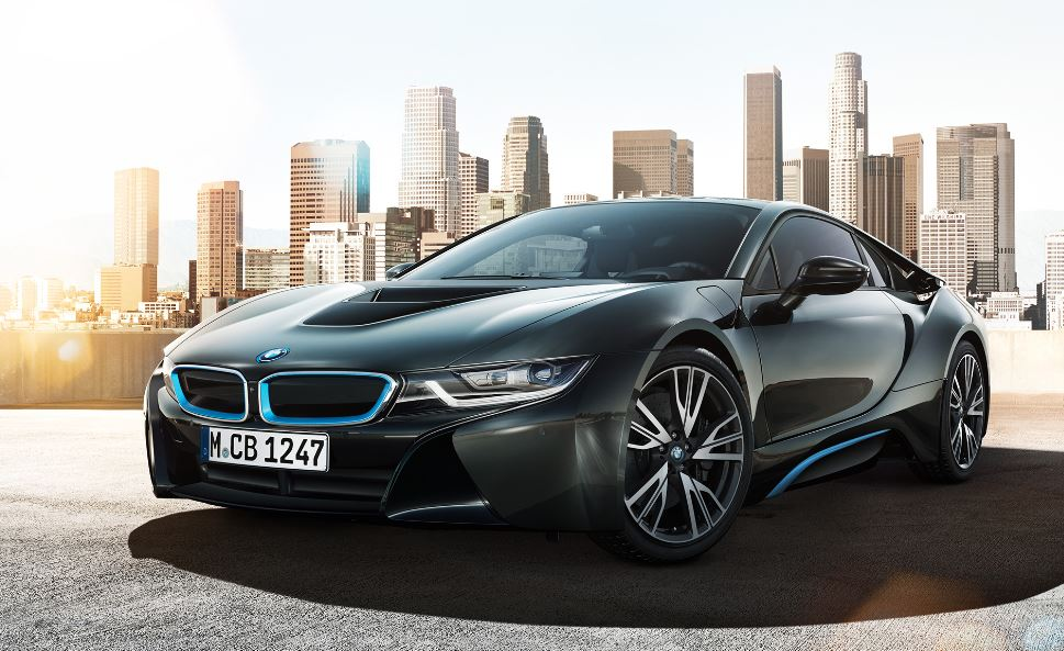 BMW Fits i8 with a Bunch of Updates before Geneva