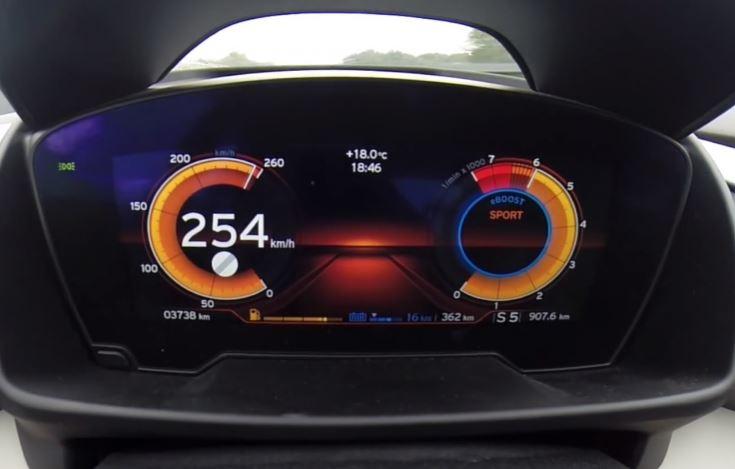 BMW i8 Plug-in Hybrid Reaching a Full 254 km/h