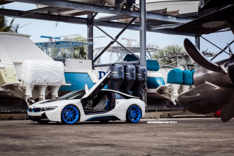 BMW i8 by Wheels Boutique Gets Photo Session