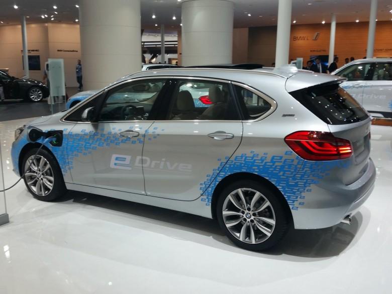 2015 Frankfurt Motor Show: BMW 225xe Plug-In Hybrid Unveiled