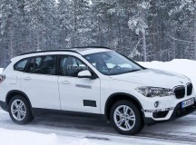 New BMW X1 Plug-in Hybrid Spied Out in the Cold