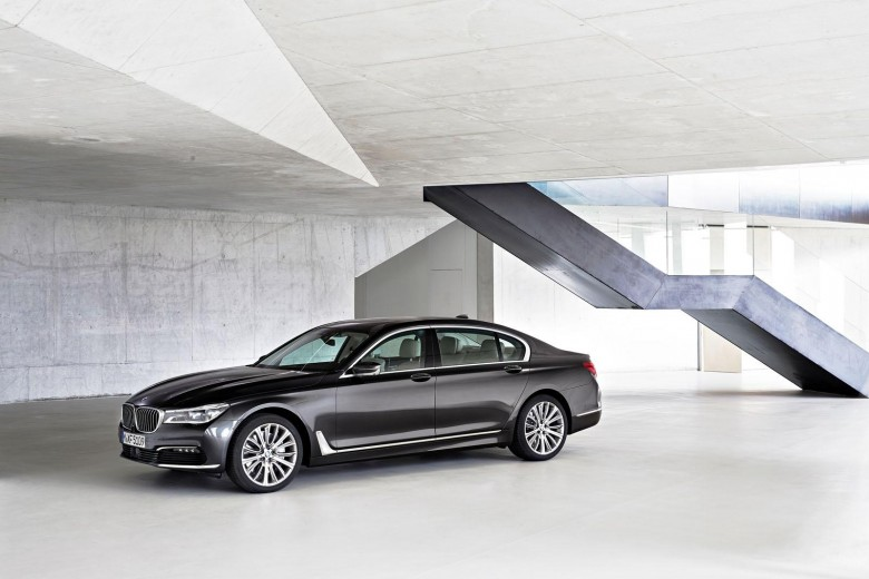 US: NHTSA Pulls Over BMW 7-Series for Airbag Deployment Issue