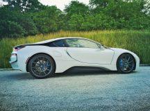 Crystal White BMW i8  (1)