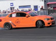 Video Showcases Drifting Skills of Late BMW 1M
