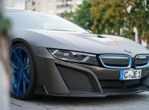 BMW i8 Wrapped in Matte Gray Gets One-Off Photo Session