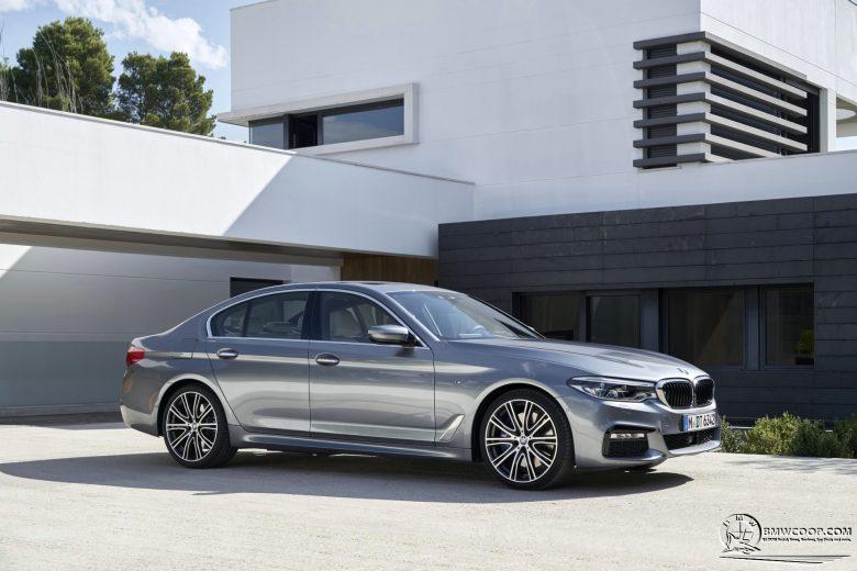 2017 BMW 5 Series Sedan (G30): Video Gallery