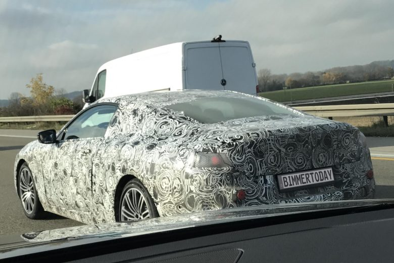 2018 BMW 8-Series Speeds-Up on Autobahn