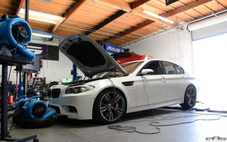 Video Highlights F10 BMW M5 by ESS vs Lamborghini Huracan in Drag Race