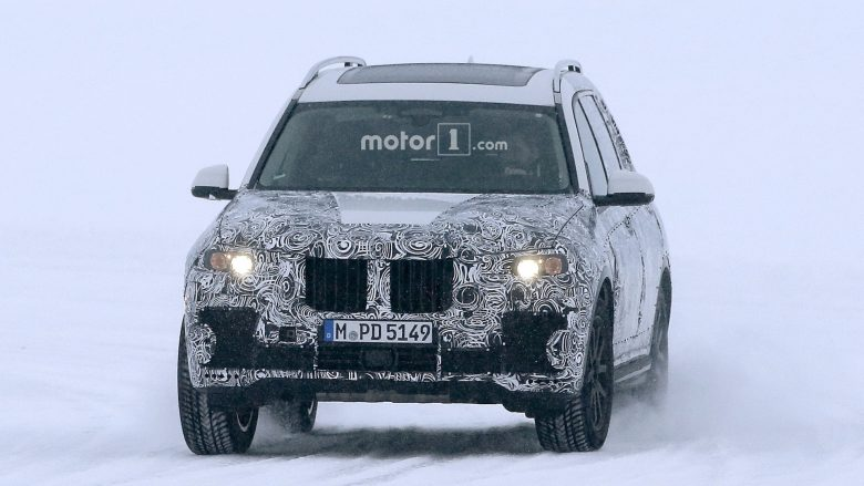 BMW X7 Flagship Flexes Its Muscles in the Snow