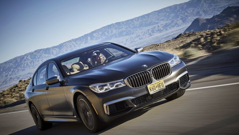 Video: This Is How the All-New 2017 BMW 760Li xDrive Sprints to 200 km/h